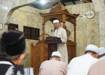 Syahrul saat menyampaikan ceramah kepada jama'ah masjid pada safari Ramadhan.