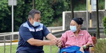 Foto saat Bambang Yudhoyono menemani Istri Tercintanya Ani Yudhoyono.  Dok Kompas.com