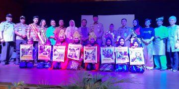 Photo bersama Walikota Tanjungpinang, Syahrul (pakai peci, tengah) dengan tamu undangan. Foto : alam/detak.media