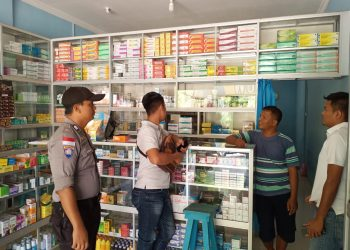 Jajaran Polres Bintan pada saat melakukan sidak disalah satu toko obat, di Bintan Utara, foto : ist