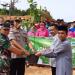 Anggota DPRD Provinsi Kepri Wahyu Wahyudin, bersama instansi terkait melakukan penanaman pohon di lingkungan SMAN 21 Kabil