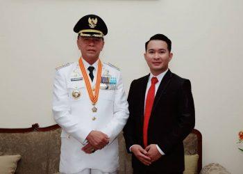 Almarhum Walikota Tanjungpinang, H. Sayhrul, S.pd (kiri) beraama Putranya, M. Apryandy, foto : ist/doc pribadi