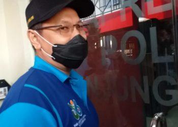 Sekdako Tanjungpinang, Teguh Ahmad Syahfari, pada saat memasuki ruangan Satreskrim Polres, f : mael/detak.media