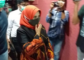 Rahma pada saat masuk kedalam ruangan Satreskrim Polres Tanjungpinang, f : mael/detak.media