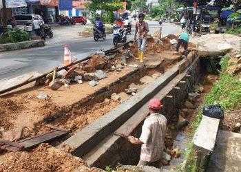 Proses Pengerjaan Batu Miring Di Jl. Hang Lekir Batu IX.