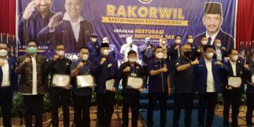 Pengurus DPW dan DPD Nasdem foto bersama seusai menggelar Rakorwil,f : ist