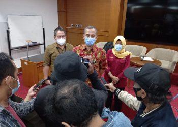CAPTION FOTO: Arif Rianto, MT didampingi Dr. Agus Salim, Dr Dyah Sugandini ketika melangsungkan jumpa pers terkait sengkarut kontrak P3K PTNB di Yogyakarta belum lama ini.