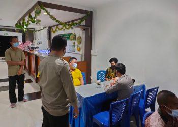 Polres Natuna bersama babinsa serta tim gugus tugas saat melakukan olah TKP (foto:ist)