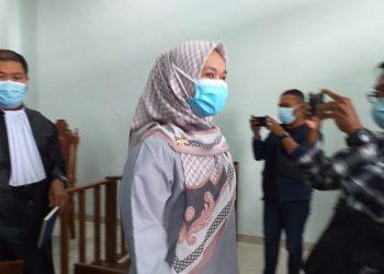 Anggota DPRD Tanjungpinang, Rini Pratiwi seusai menggelar sidang agenda tuntudi PN Tanjungpinang, f : mael/detak.media
