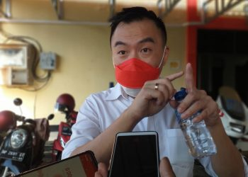 Mulyadi Tan, Alias Ahi seusai menjalani pemeriksaan di Mapolres Tanjungpinang, f : Mael/detak.media