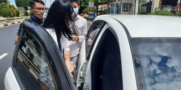 Ketua Fraksi Grindra, Maiyanti usai menjalani pemeriksaan di Kejari Tanjungpinang, f : ist