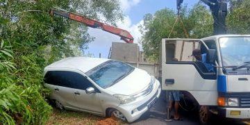 Mobil Avanza putih yang ditabrak lori pengangkut beton, f : ist