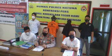 Konferensi pers dilakukan oleh Polres Natuna, menetapkan mantan Kades Kelanga beserta Bendahara Desa sebagai tersangka (foto: ist)